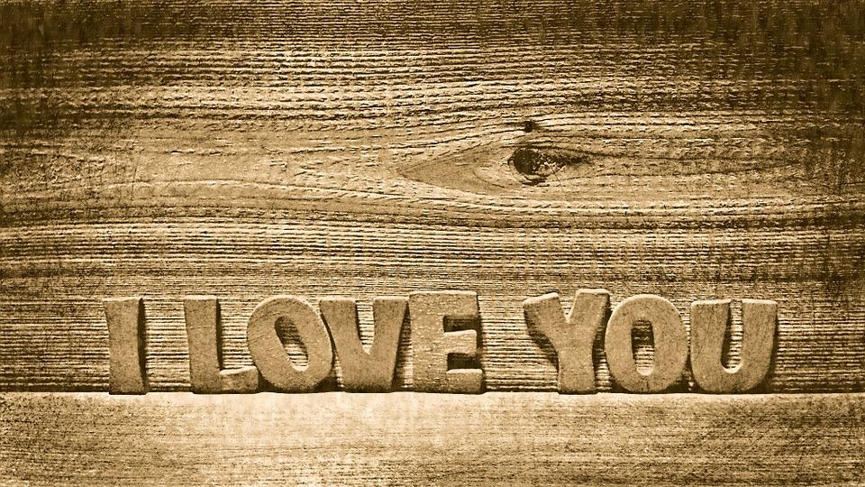 Comment dire « je t'aime » avec un cadeau personnalisé