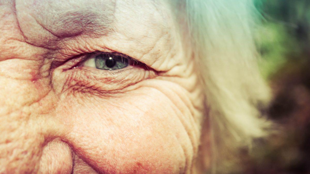 Fête des grands-mères : faites-lui plaisir avec un cadeau personnalisé