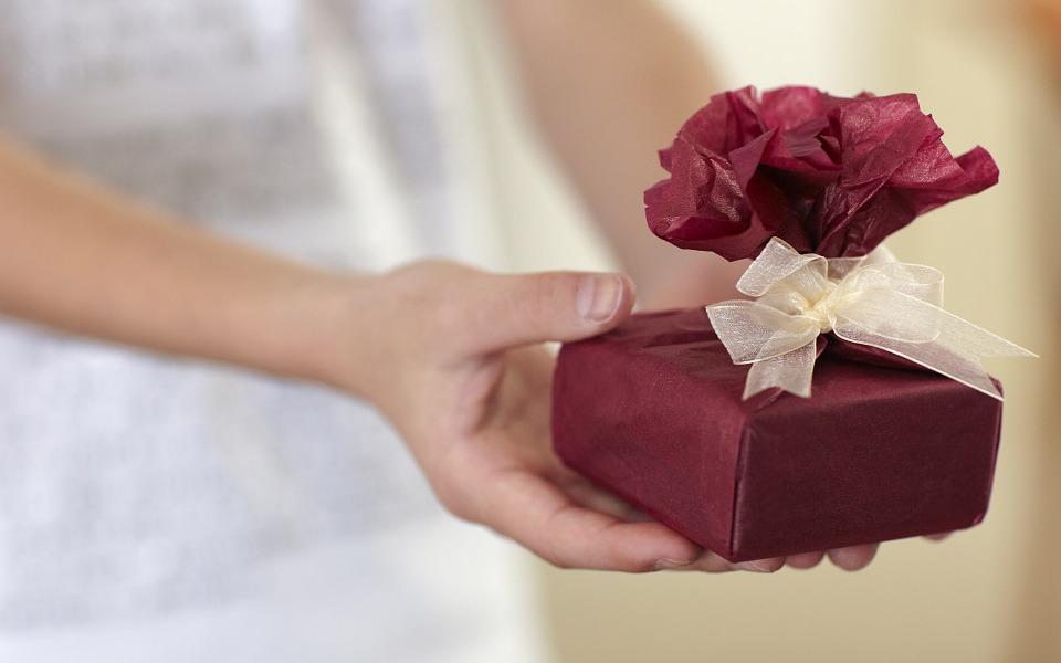 Pourquoi s'offrir des cadeaux aux fêtes ?